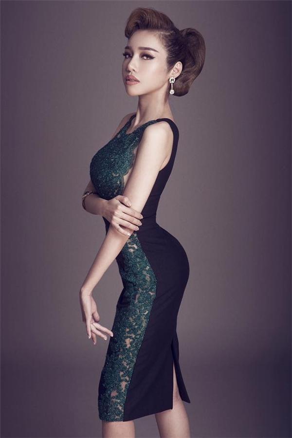 Những hình ảnh khiến người xem phát cuồng với hình thể đáng mơ ước của Elly Trần.