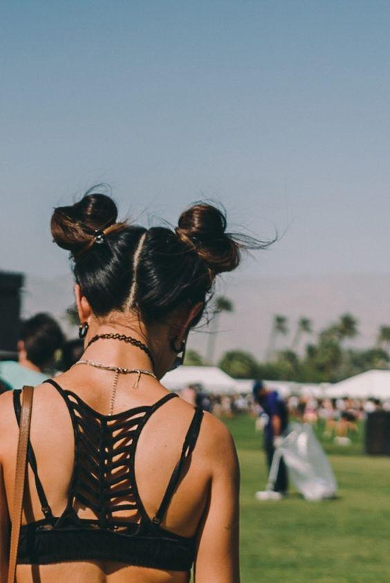 """Tóc búi Natra, kiểu tóc búi hai bên thật cao chính là một trong những kiểu tóc """"hot"""" nhất hè này mà bạn không thể bỏ qua. Năng động, nghịch ngợm pha lẫn đáng yêu và chút sexy là những gì để miêu tả về kiểu tóc thú vị này."""