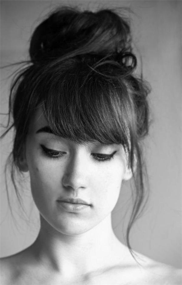 ... hay tóc búi ballerina vẫn là lựa chọn muôn thuở không bao giờ lỗi mốt. Hai kiểu búi này đòi hỏi tóc bạn sẽ phải dài một chút xíu nhưng rất dễ diện và hợp với cả tóc mái lẫn tóc không mái.
