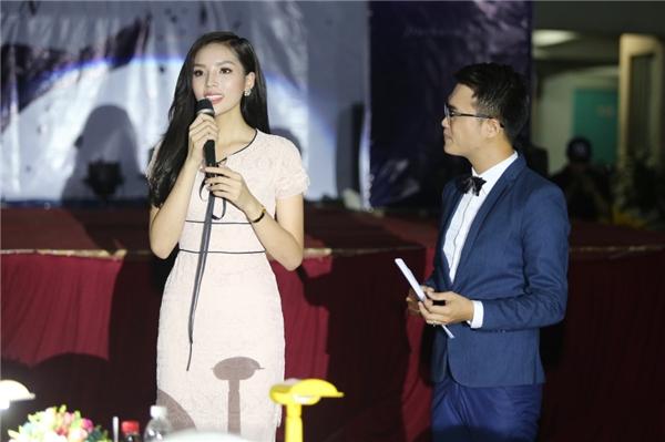Kỳ Duyên rạng rỡ làm giám khảo sau scandal thẩm mĩ - Tin sao Viet - Tin tuc sao Viet - Scandal sao Viet - Tin tuc cua Sao - Tin cua Sao