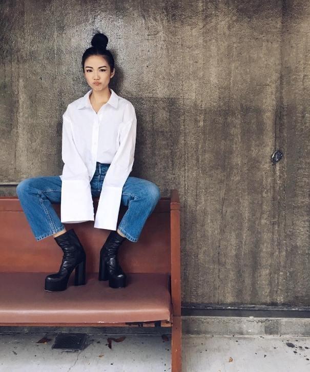 Sơ mi với ống tay dài được cực nhiều fashionista, stylist và các blogger thời trang đình đám trên khắp thế giới lăng xê. (Ảnh: Internet)