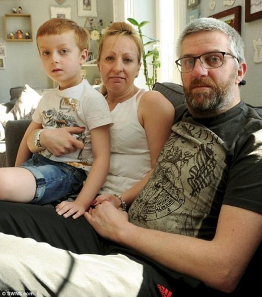 Cuộc sống gia đình Frasers bị đảo lộn hoàn toàn.