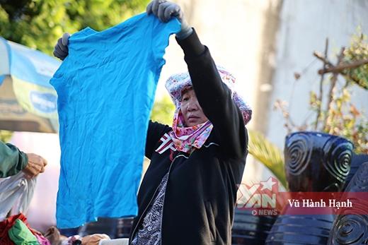 Quầy quần áo miễn phí góp thêm cho Sài Gòn một vẻ đẹp hào hiệp