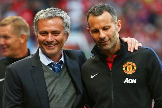 Chỉ một trong hai người được ở lại Old Trafford