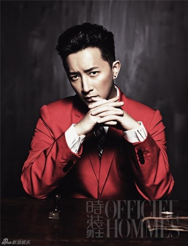Han Geng gặp một anti-fan đóng giả làm người hâm mộ và tặng cho anh hộp quà bất ngờ.(Ảnh: Internet)