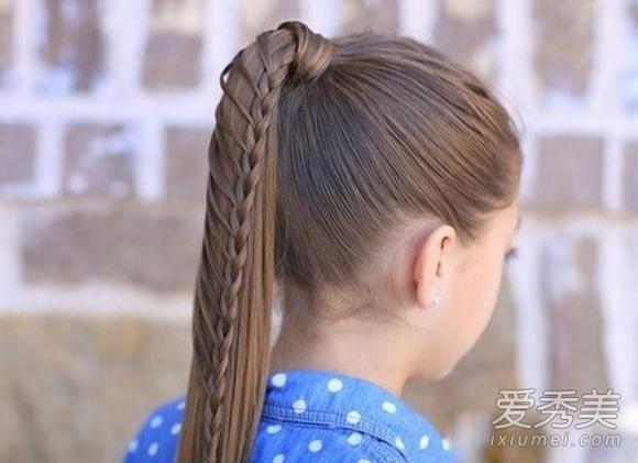 Tóc bím kết hợp cột cao đuôi ngựa - bản hòa ca tuyệt vời khiến người đối diện không thê rời mắt.