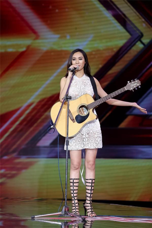 Trong khi đó, nhạc sĩ Dương Khắc Linh khẳng định, cô là thí sinh đẹp nhất mà anh từng chấm điểm trong tất cả các cuộc thi. - Tin sao Viet - Tin tuc sao Viet - Scandal sao Viet - Tin tuc cua Sao - Tin cua Sao