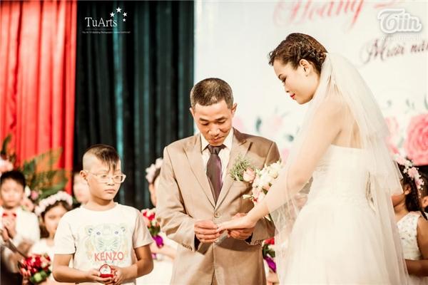 Và một đám cưới ngọt ngào do chính các ybác sĩ bệnh viện Huyết học truyền máu TW tổ chức diễn ra ngày 8/5 đã biến thêm một giác mơ nữa thành hiện thực với anh chị.