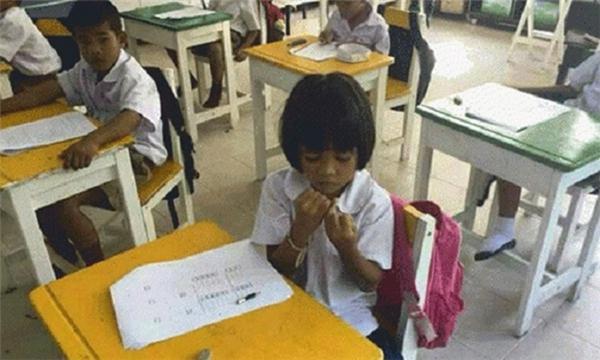 Tập trung suy nghĩ, lo lắng cho bài kiểm tra. (Ảnh: Internet)
