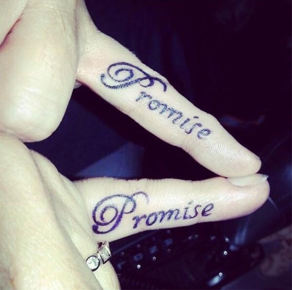 10. Lời hứa sẽ yêu thương nhau trọn đời.
