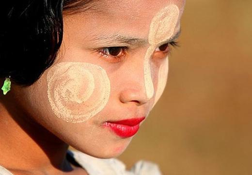Thanakha được xem là một loại kem tự chế hữu dụng của phụ nữ Myanmar, thường được họ bôi lên mặt như một cách làm đẹp, chống nắng hiệu quả.