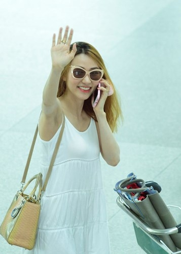 Ngày 26/4 Ngân Khánh quay trở về Singapore. Theo kế hoạch, đến năm 2017 nữ diễn viên sẽ kết thúc khóa học và trở lại Việt Nam. - Tin sao Viet - Tin tuc sao Viet - Scandal sao Viet - Tin tuc cua Sao - Tin cua Sao