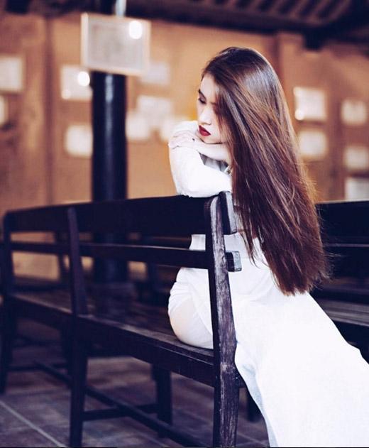 Thúy Võ trông càng thu hút, duyên dáng hơn trong trang phục truyền thống.(Ảnh: Internet)