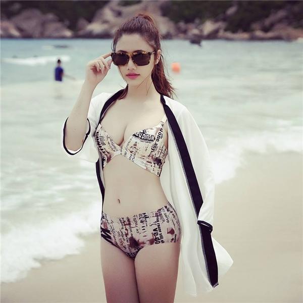 Với lợi thế ba vòng hoàn hảo, Trang Linh tự tin thả dáng trong bộ bikini gợi cảm. - Tin sao Viet - Tin tuc sao Viet - Scandal sao Viet - Tin tuc cua Sao - Tin cua Sao