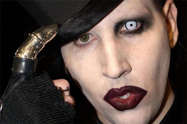 Kỳ dị và quái đản là phong cách của rocker Marilyn Manson. (Ảnh: Internet)