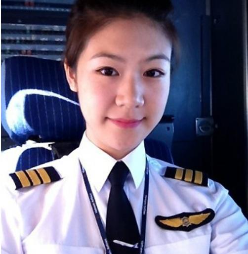 Đông Phương là nữ cơ trưởng đầu tiên của hãng hàng không quốc gia Việt Nam. - Tin sao Viet - Tin tuc sao Viet - Scandal sao Viet - Tin tuc cua Sao - Tin cua Sao