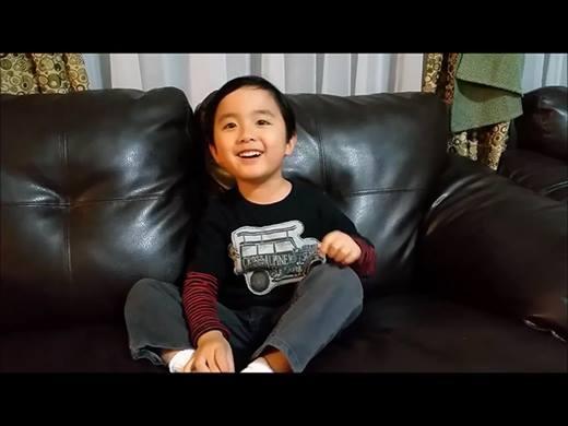 Thần đồng piano gốc Việt hát nhạc thiếu nhi siêu dễ thương