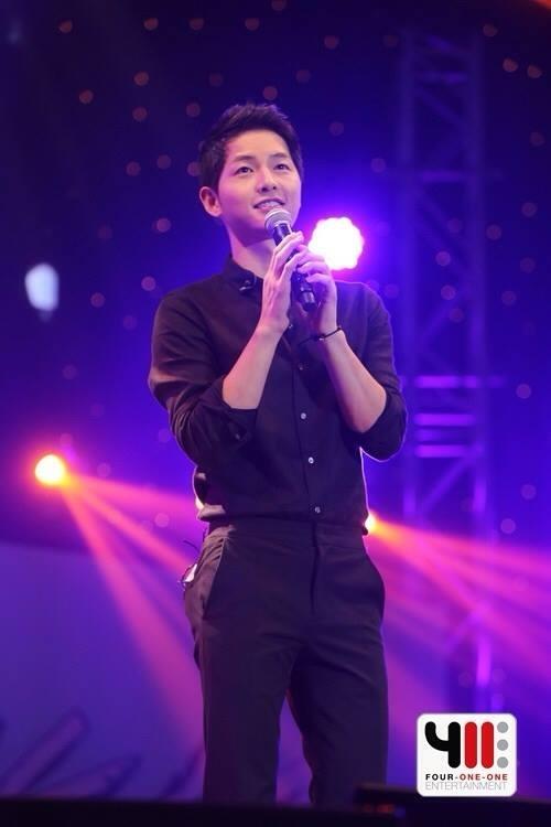 Song Joong Ki khẳng định sẵn sàng hẹn hò với phụ nữ lớn tuổi