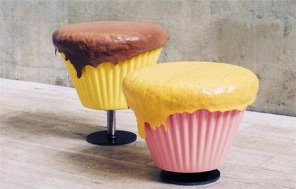 Những chiếc ghế đơn mô tả bánh cupcakes khiến người ngồi chỉ thêm đói và thèm thuồng mà thôi!
