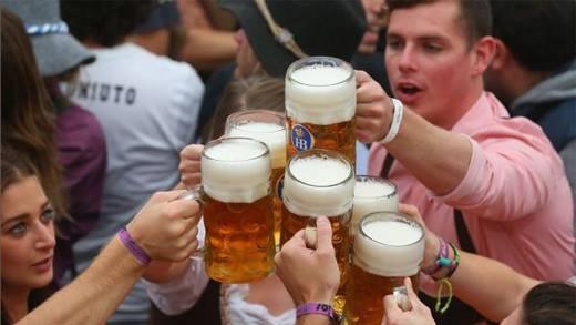 Làm sao để hạn chế bị say khi buộc phải uống rượu bia?