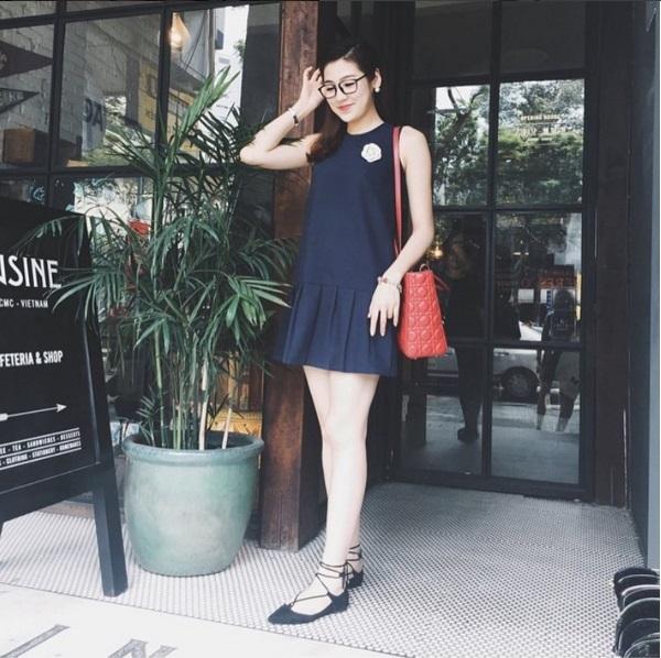 Váy rộng giấu đường cong phù hợp với mọi sắc vóc. Thiết kế mà Tú Anh diện được bán với giá khoảng500 nghìn.