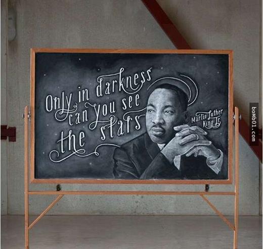 Liệu đây là bảng đen hay màn hình máy tính đây? Chỉ một từ thôi: Tuyệt vời.(Ảnh:Bomb01)