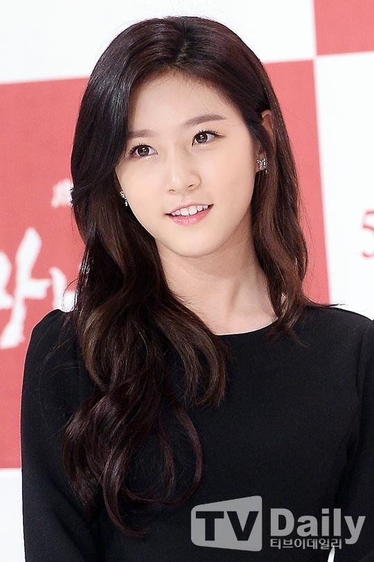 Cận cảnh vẻ đẹp tựa ngọc nữ của Kim Sae Ron