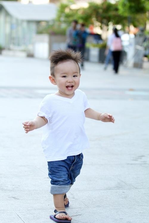 Trở về Việt Nam với mẹ, bé Voi ngay lập tức nhận được tình cảm yêu mến bởi vẻ đáng yêu, kháu khỉnh của mình. - Tin sao Viet - Tin tuc sao Viet - Scandal sao Viet - Tin tuc cua Sao - Tin cua Sao