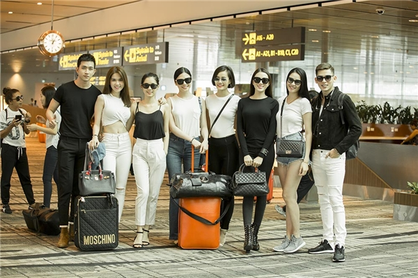 Đồng hành với Ngọc Trinh là chân dài Lê Hà, người đẹp Tường Vy, siêu mẫu Võ Cảnh, Minh Trung và Top 10 Hoa hậu Hoàn vũ Việt Nam 2015 Kim Chi.