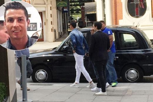 Ronaldo có ý gì khi tới London?