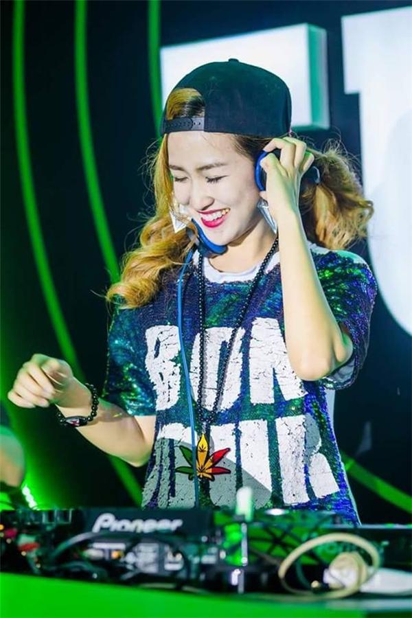 Cô là một trong những nữDJ nổi tiếng của giới trẻ Việt.(Ảnh: Internet)
