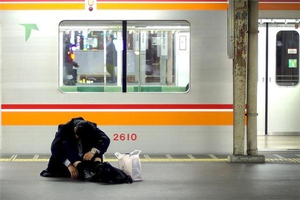Những người Nhật thường bị mắc chứng trầm cảm dochịu áp lực công việc rất lớn. (Ảnh: Internet)