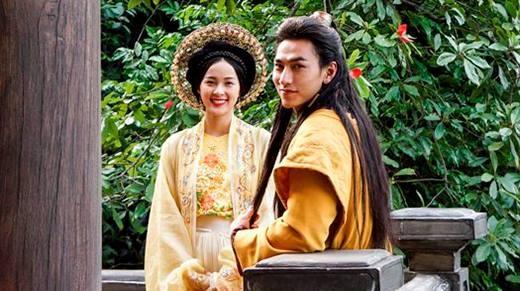 Những lùm xùm quanh chuyện váy áo trong phim cổ trang Việt