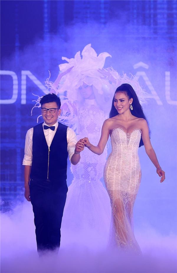 Đóng vai trò chốt màn cho show diễn này chính là Hoa hậu Siêu quốc gia Việt Nam 2015 Lệ Quyên. Cô được nhà tạo mẫu đích thân cắt tóc trên sân khấu.