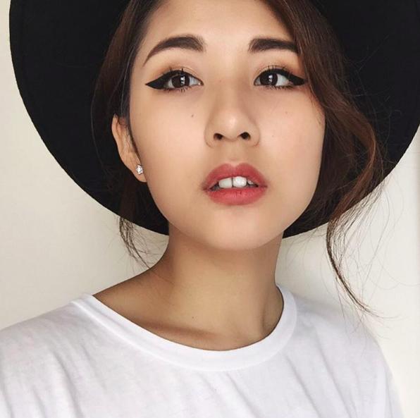 Julia Đoàn có cặp răng thỏ vô cùng đáng yêu.