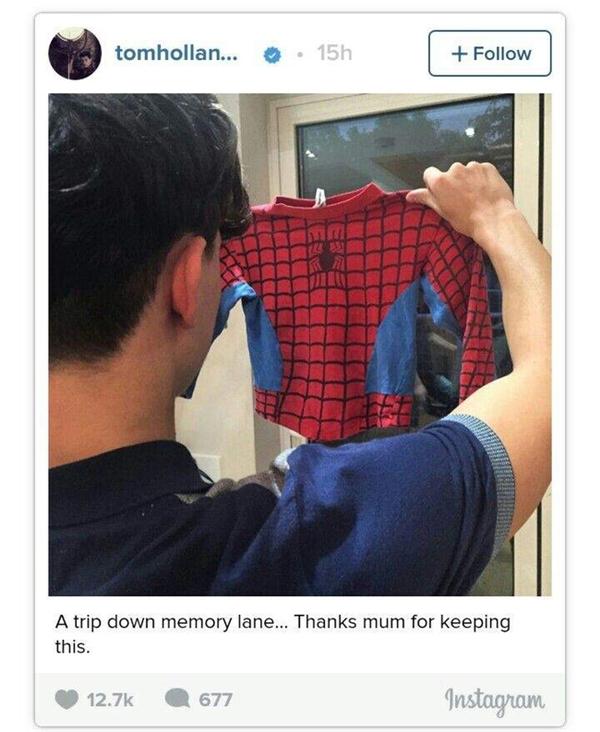 """Tom chia sẻ cậu có một bộ đồ Nhện rất """"ngầu"""" được thiết kế có ngăn chứa điện thoại và nhện thì bò khắp nơi trên trang phục!"""