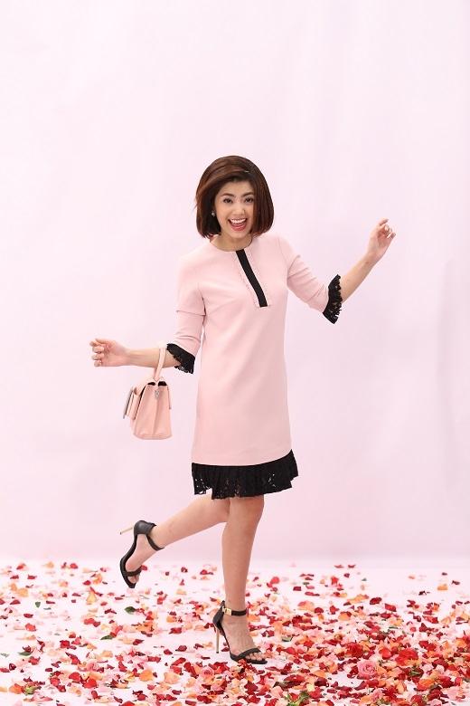 """Trong chương trình """"Đẹp 360"""" vừa qua, Miss World Vietnam 2015 Lan Khuê đã cùng anh chàng stylist Kelbin Lei và nhà tạo mẫu tóc Hùng Max hướng dẫn các bạn gái bí kíp """"mix&match"""" cho xu hướng """"La Vie En Rose"""". (Ảnh: Viết Quý)"""