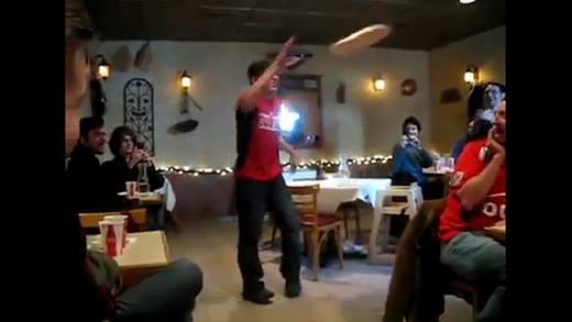 """Các """"siêu đầu bếp"""" trong truyền thuyết trổ tài... tung hứng đồ ăn"""