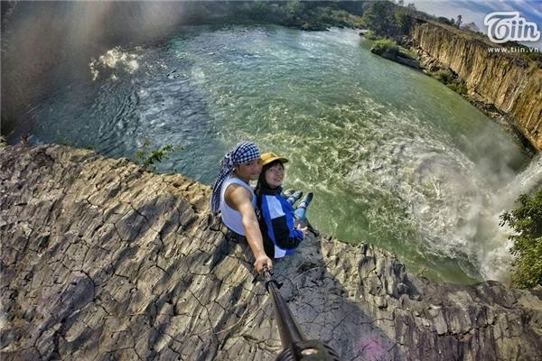 Cặp đôi trẻ đưa nhau đi trốn khắp Việt Nam, chụp ảnh selfie cực chất