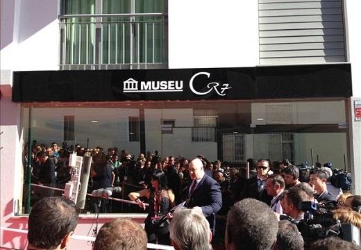 Bảo tàng CR7 khai trương vào tháng 12/2013, có diện tích chừng 400 mét vuông. Đây là ý tưởng của anh trai Ronaldo khi thấy người em vứt đầy huy chương và các danh hiệu cá nhân trong phòng ngủ.