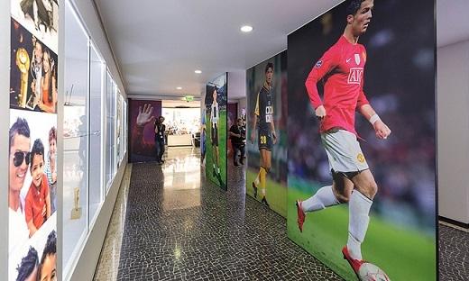 Những bức ảnh cá nhân được CR7 phóng tovà dựng lên dọc theo các dãy hành lang trong bảo tàng.