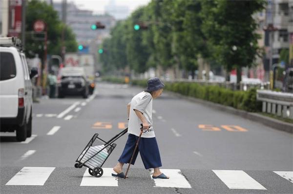"""Dân số Nhật Bản ngày càng già hoa với tỉ lệ sinh nở """"âm""""."""