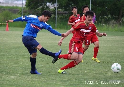 Công Phượng thi đấu nỗ lực giúp Mito Hollyhock dành chiến thắng 4-2 trước đội hạng 5 Nhật Bản. Ảnh: Mito Hollyhock.