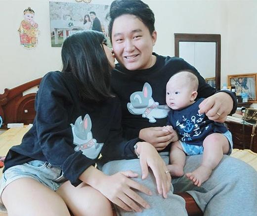 Cặp đôi bố 100kg, mẹ 40kg cũng từng kể chuyện chăm con đầu lòng và được rất nhiều người quan tâm.