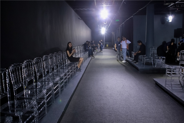 Không gian trình diễn của VDFW sẽ tiệm cận với quy chuẩn thế giới bởi khách mời sẽ được ngồi hoàn toàn ở hàng ghế đầu. Điều này sẽ giúp họ dễ dàng nhìn ngắm các thiết kế hơn.