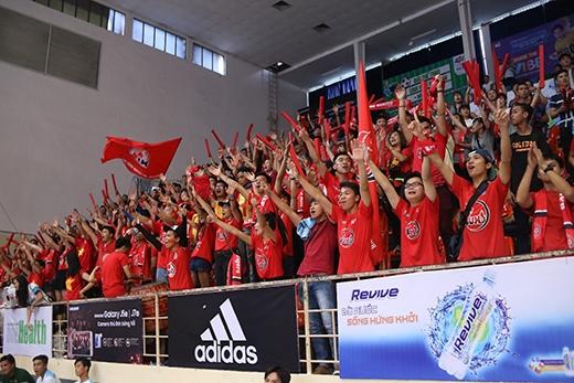 """Trận chung kết toàn quốc môn thi đấu Futsal dự đoán sẽ còn """"nóng"""" hơn thế này với sự tham dự của các trường Đại học (ĐH) đến từ 3 miền."""