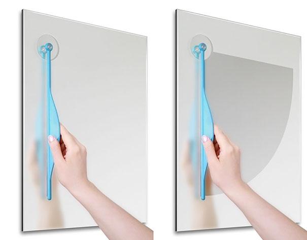 16. Khi kính bị mờ sương thì chỉ cần dùng chiếc gạt nước này là ổn ngay thôi. (Ảnh: Internet)