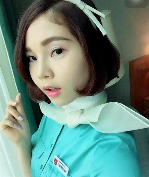 Tina trong bộ đồng phục của hãng hàng không Korean Air