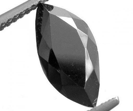 Sergio, một viên kim cương đen từ Brazil phát hiện vào năm 1893 nặng 3167 carat. Có một số người tin những viên kim cương màu đen đến từ không gian bên ngoài, sau khi đã đi đến Trái đất như mảnh vỡ của một thiên thạch cổ đại. (Ảnh: Internet)
