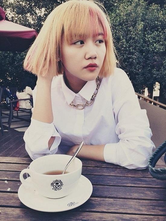 Thay đổi vẻ ngoài trẻ trung hơn với tóc ngắn, nhuộm màu nhưng đây dường như là lựa chọn sai lầm của Văn Mai Hương.